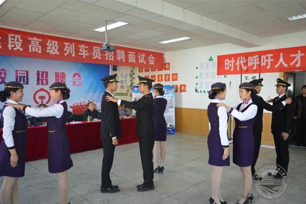 烈祝贺我校12名学生成功就业于银川客运段